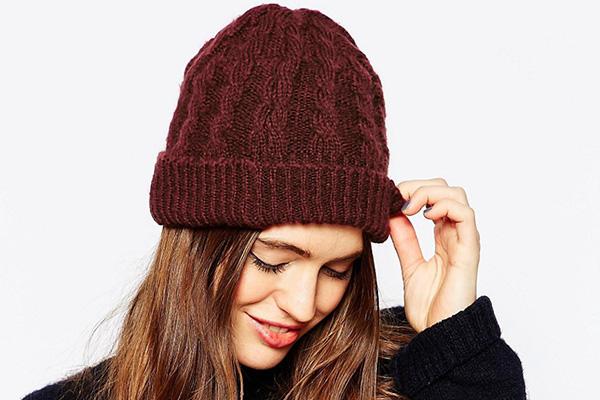 Теплый головной убор - шапка Бини