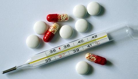 Таблетки и градусник